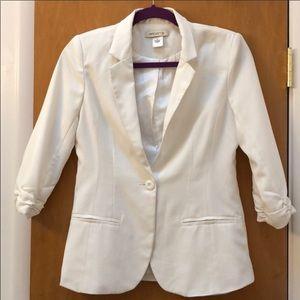 Arden B off white blazer jacket ruched sleeved top